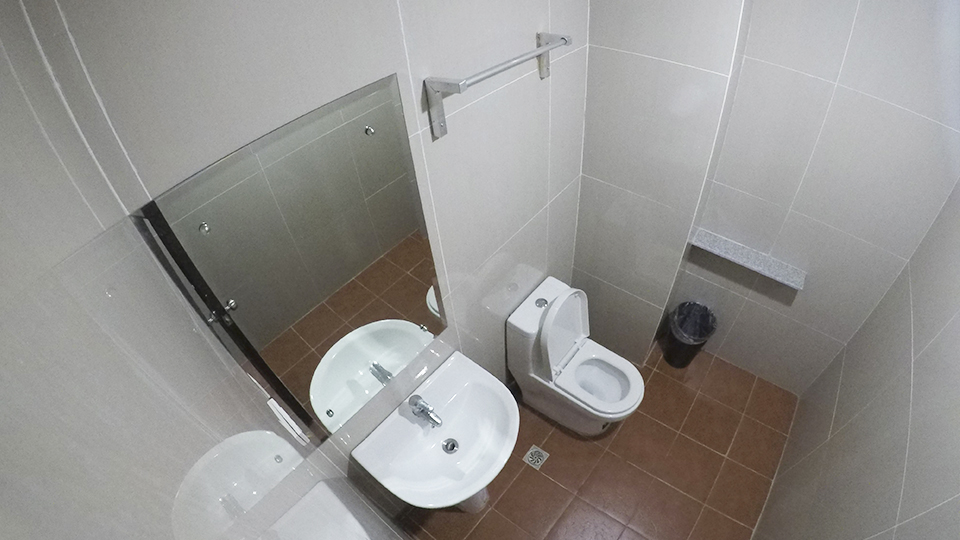 Toilet (Sextuple Room)