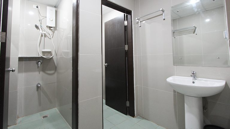 Toilet/ Bath (Quadruple Room)