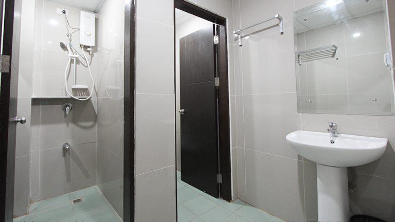 Toilet/ Bath (Quadruple Room)